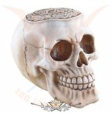 Celtic skull with cross beige.  koponya figura